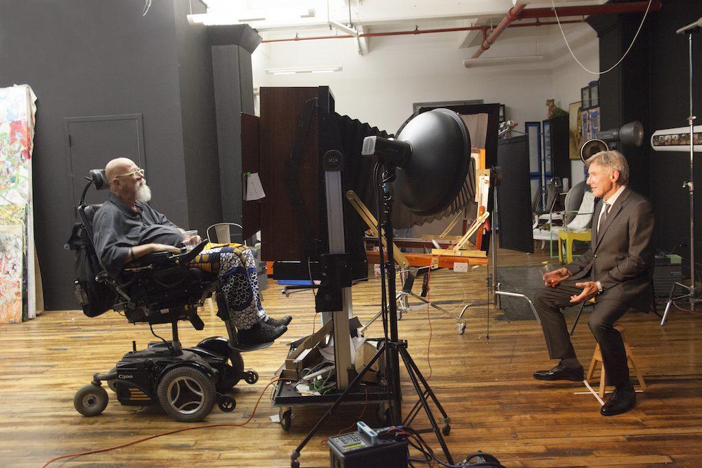 Chuck Close Shooting Harrison Ford | © Myrna Suarez