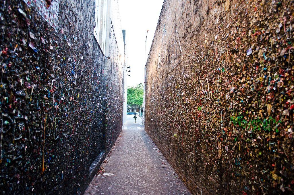 Bubblegum Alley | © ars5017 / Flickr