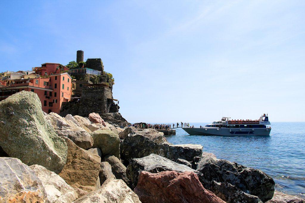 Ferry in Vernazza©BradCoy:Flickr
