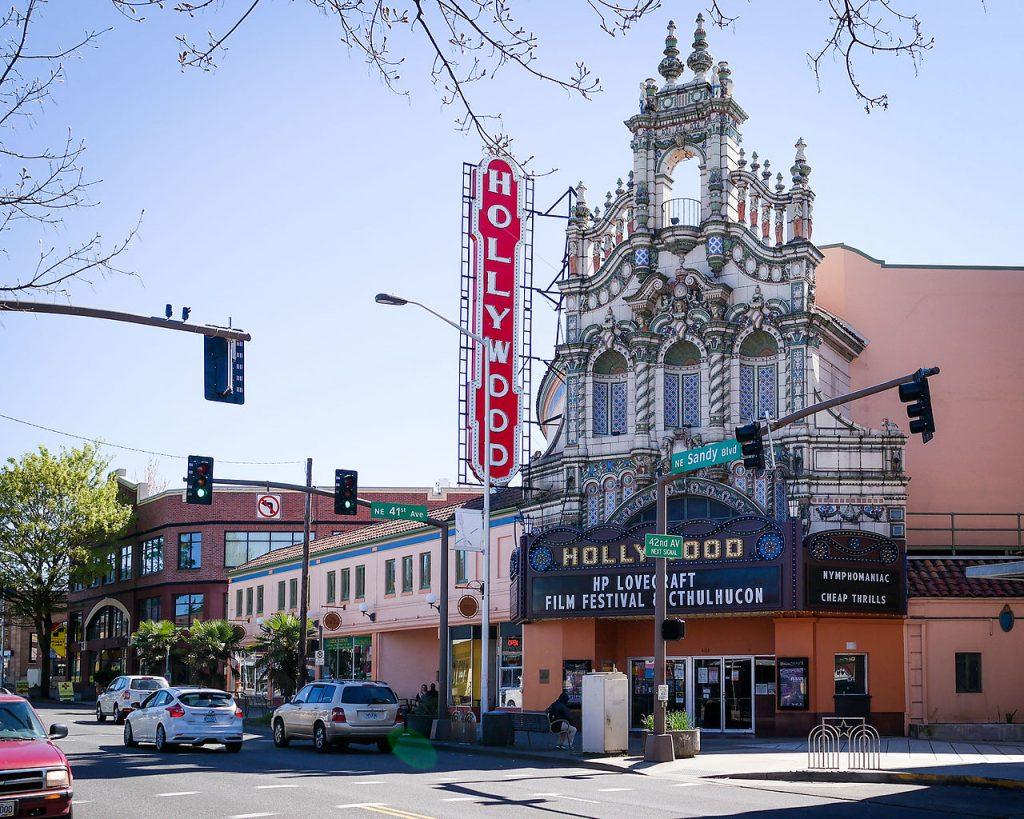Hollywood Theater – Portland, Oregon | © Visitor7/Wikimedia