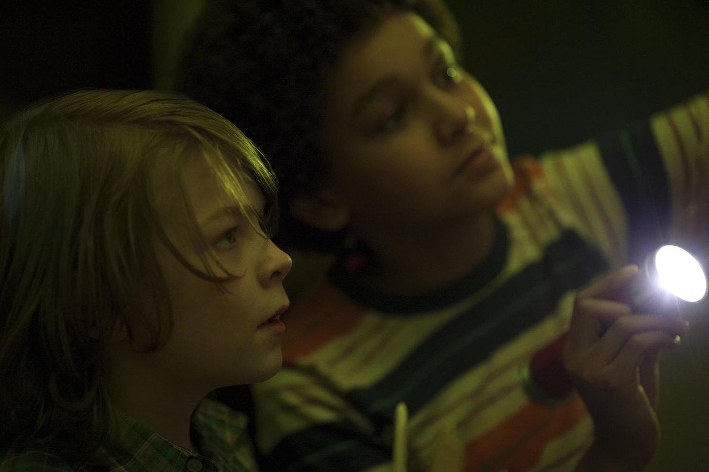 Milllicent Simmonds and Oakes Fegley in 'Wonderstruck' | © Amazon Studios