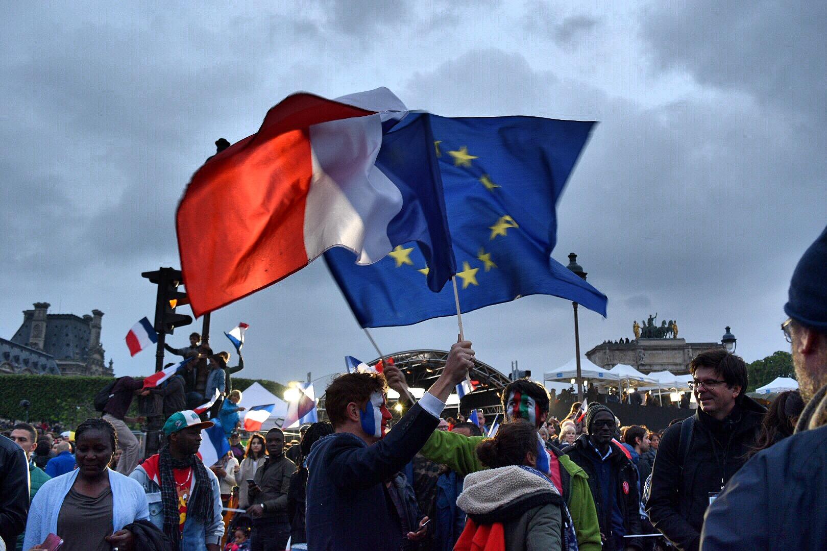 The French and EU flag | © Nikki Vargas