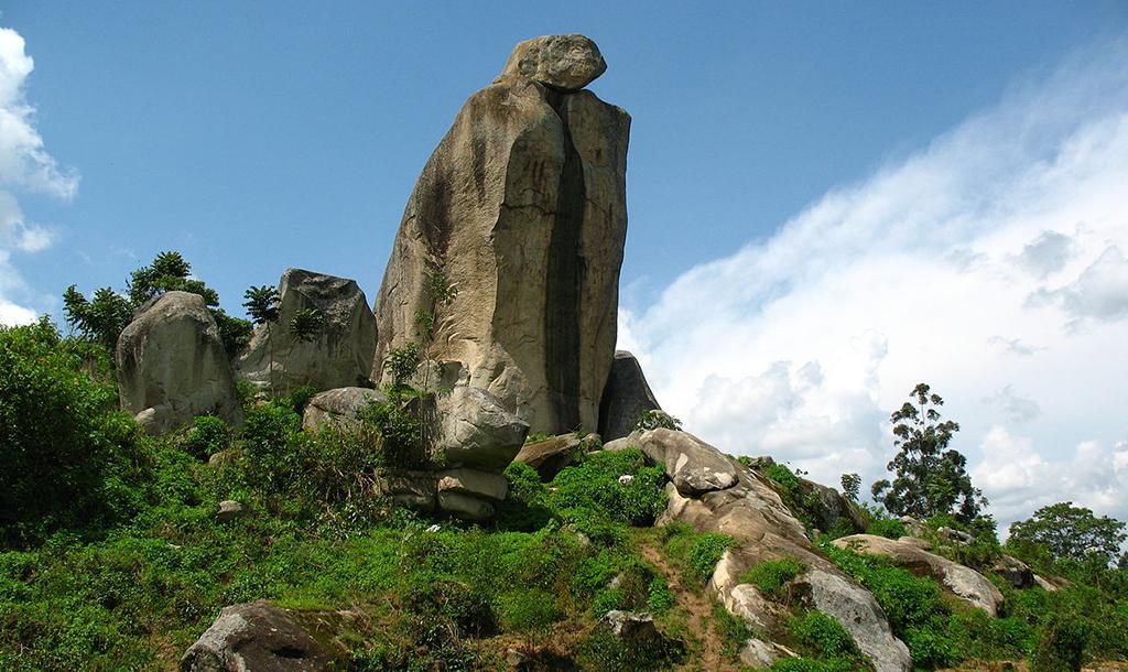 Crying Stone  © Wikimedia Common