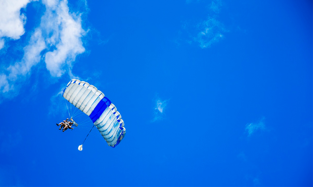 Skydiving   © Eun-Kwang Bae / unsplash