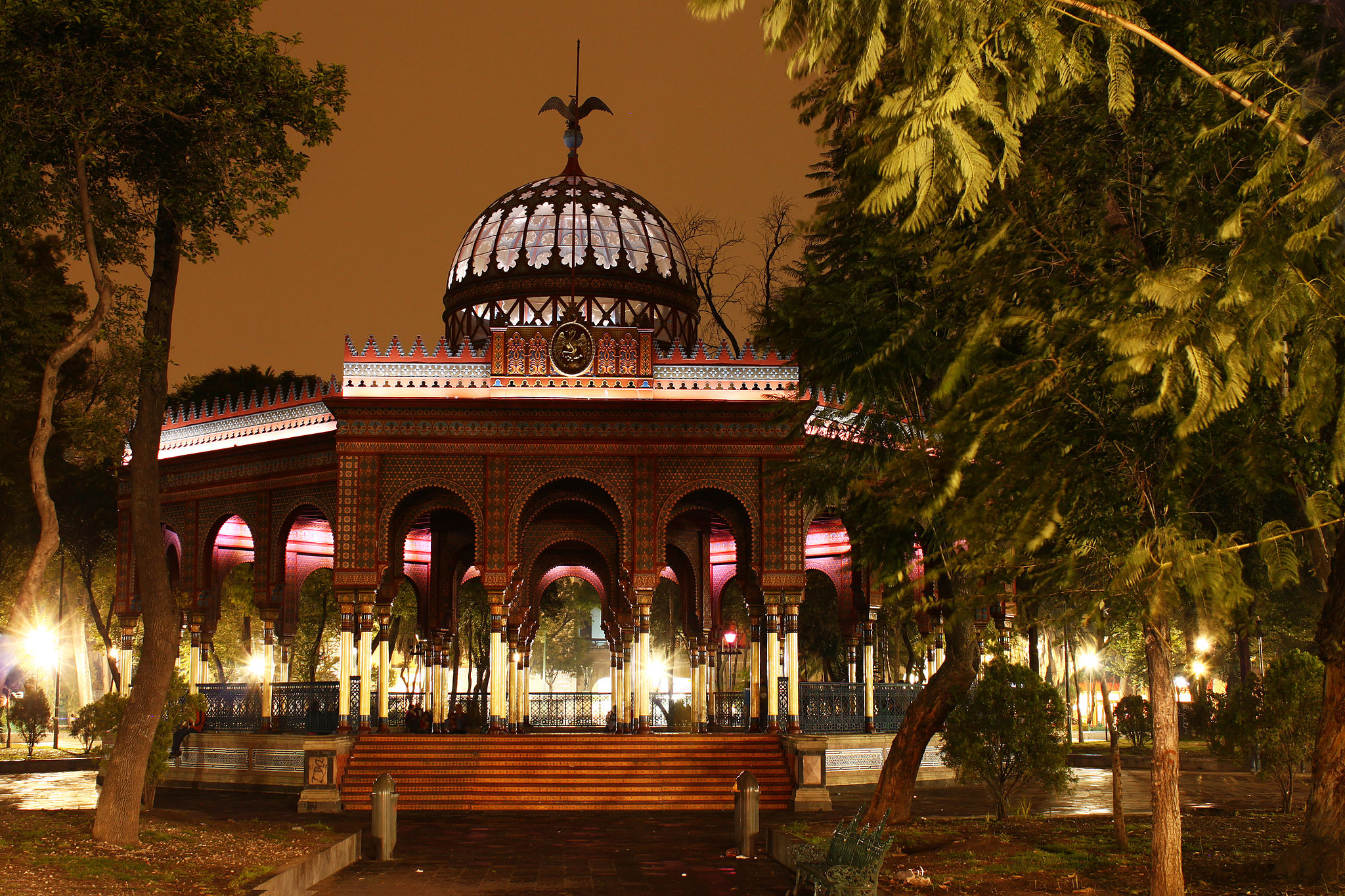 A brief history of the kiosco morisco mexico city for Kiosco bar prefabricado