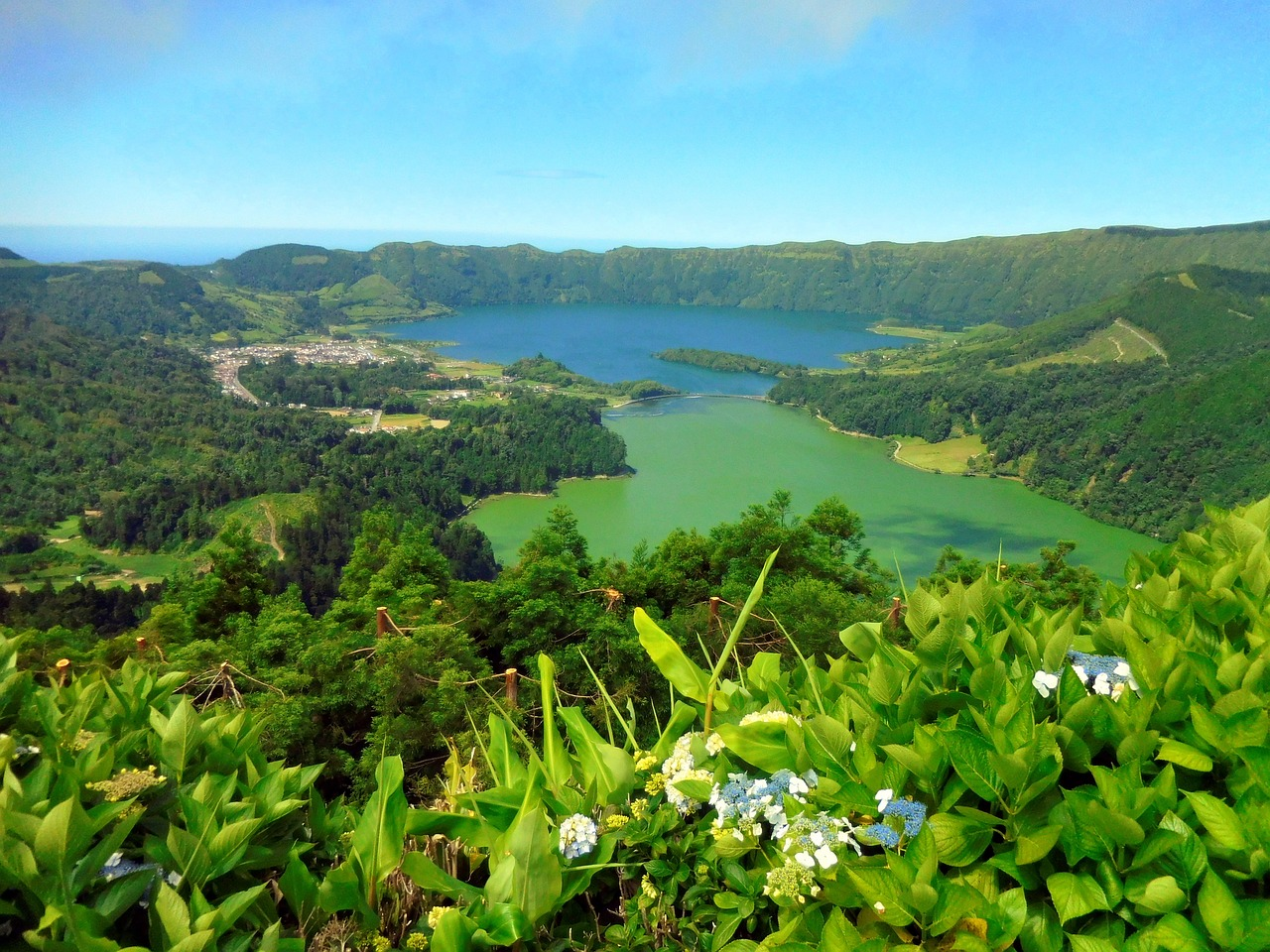 Lagoons on the Azores CC0 Pixabay