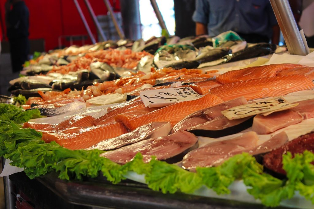 "<a href=""https://pixabay.com/en/market-fish-fish-market-food-897990/"">Fish stall | © PaelmerPhotoArts/Pixabay</a>"