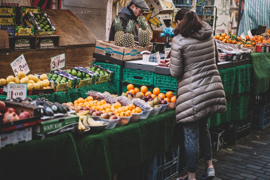 Shopping locally | © Clem Onojeghuo/Pexels