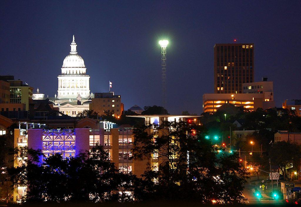 Moonlight Tower in Austin, Texas | © LoneStarMike / Wikimedia Commons