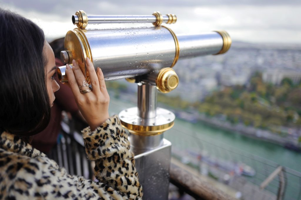 On the lookout for love in Paris │© Drew Coffman / Unsplash