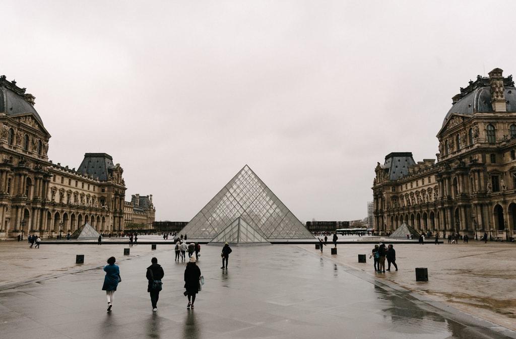 PARIS 82