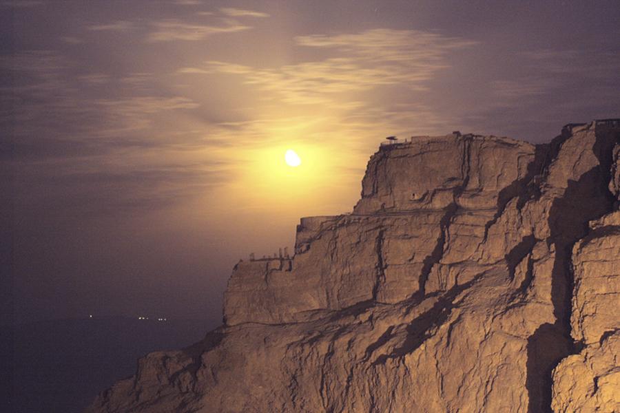 Masada is a quite the sight when the sun sets over the Judea desert | Avinoam Michaeli / Wikimedia Commons