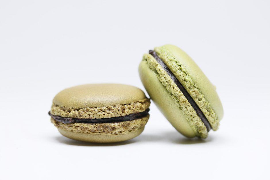 Pistachio and chocolate macarons │© hewq / Pixabay