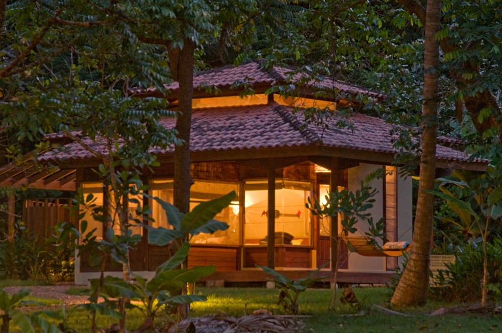 Bungalow outside view at night |© Cristalino Jungle Lodge
