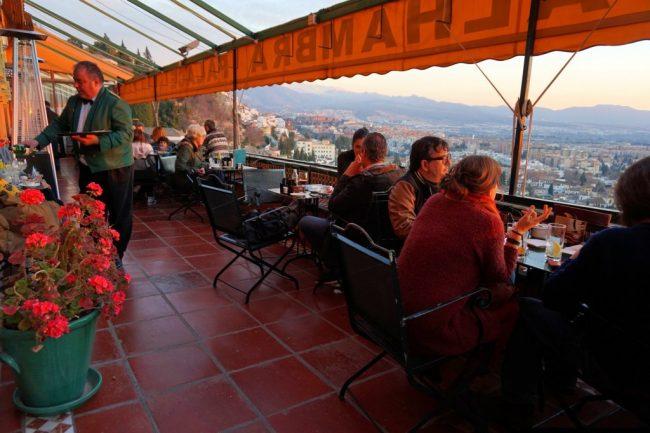 The balcony of the café at the Hotel Alhambra Palace | © Encarni Novillo