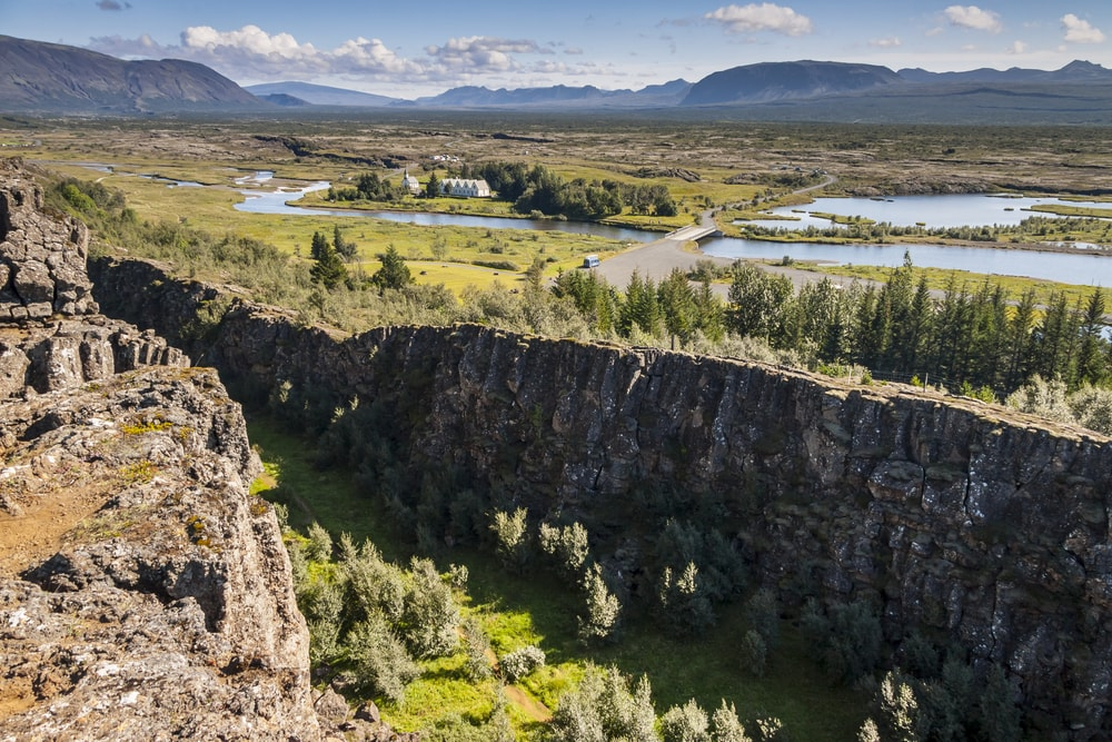 Thingvellir valley, Iceland | © Doin/Shutterstock