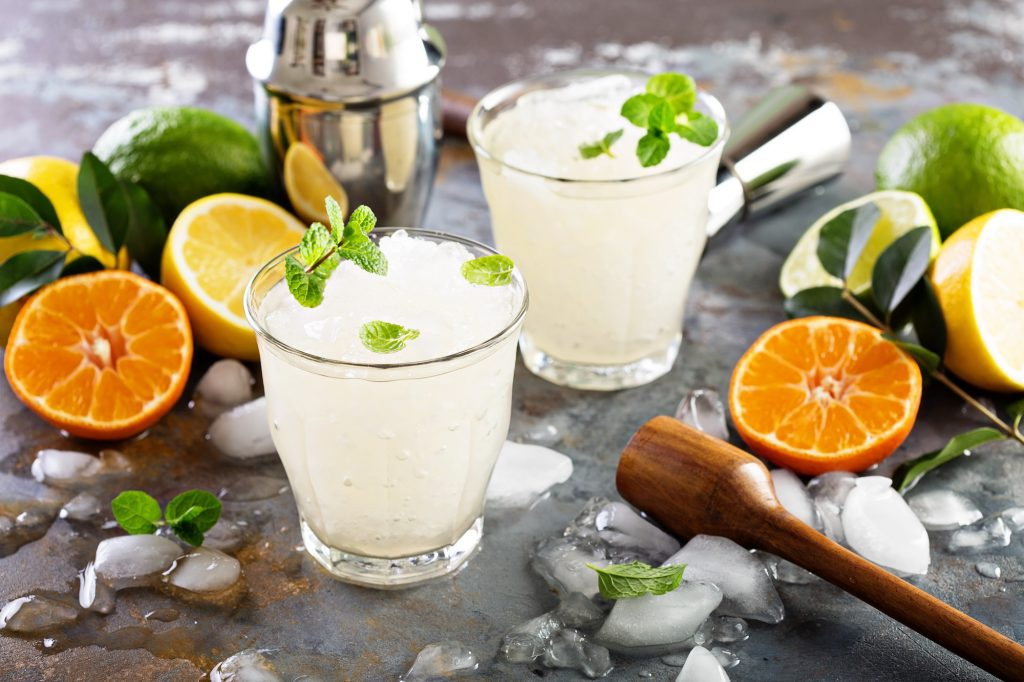 Refreshing summer alcoholic cocktail margarita with crushed ice and citrus fruits | © Elena Veselova / Shutterstock