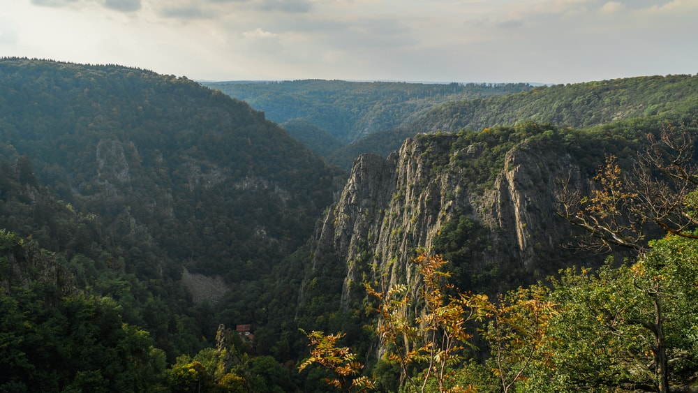 View of the Rosstrappe cliff in the Harz Mountains, Germany | © Benpx/Shutterstock
