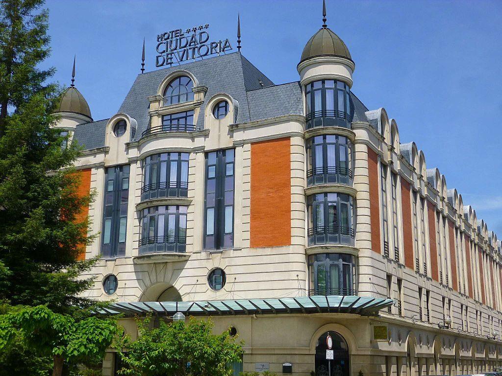 Hotel Silken Ciudad de Vitoria, Vitoria-Gasteiz | ©Zarateman / Wikimedia Commons