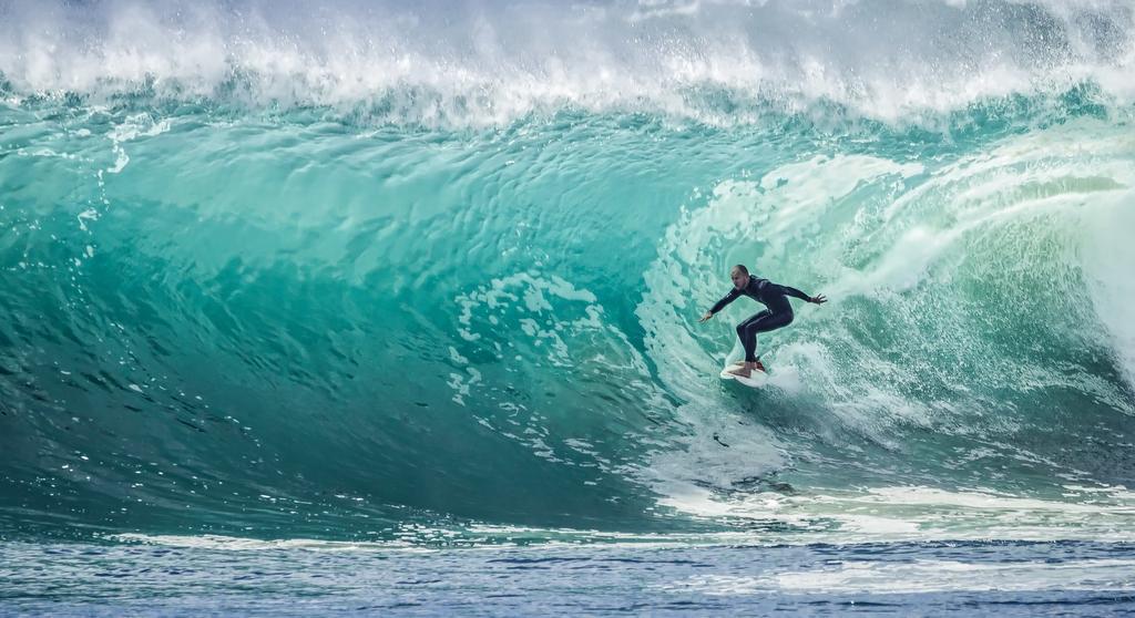 Surfing | pexels