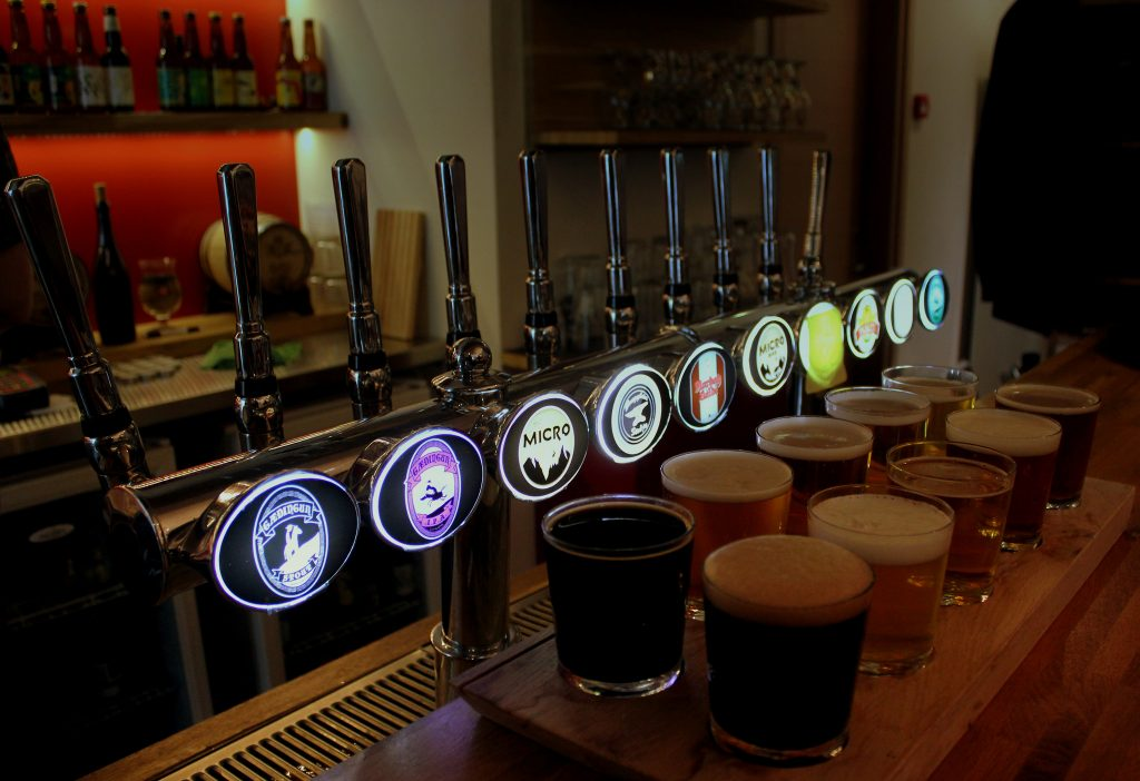 TASTER SET 10 OF BEERS AT THE MICRO BAR | © calflier001/Flickr