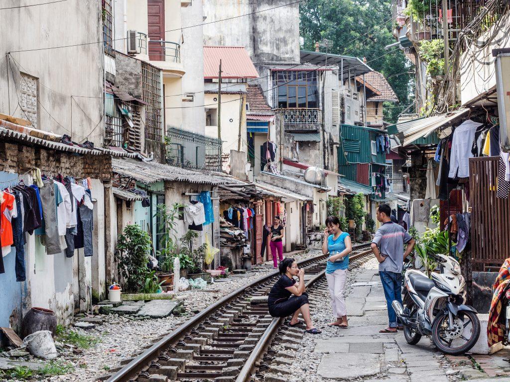 Life on the railway line in central Hanoi | © Esin Üstün / Flickr