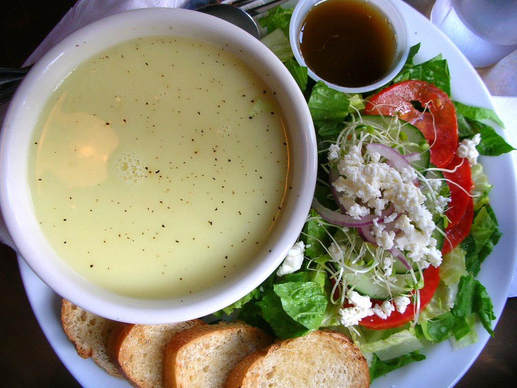 Greek Avgolemono Soup | © Lara604/Flickr