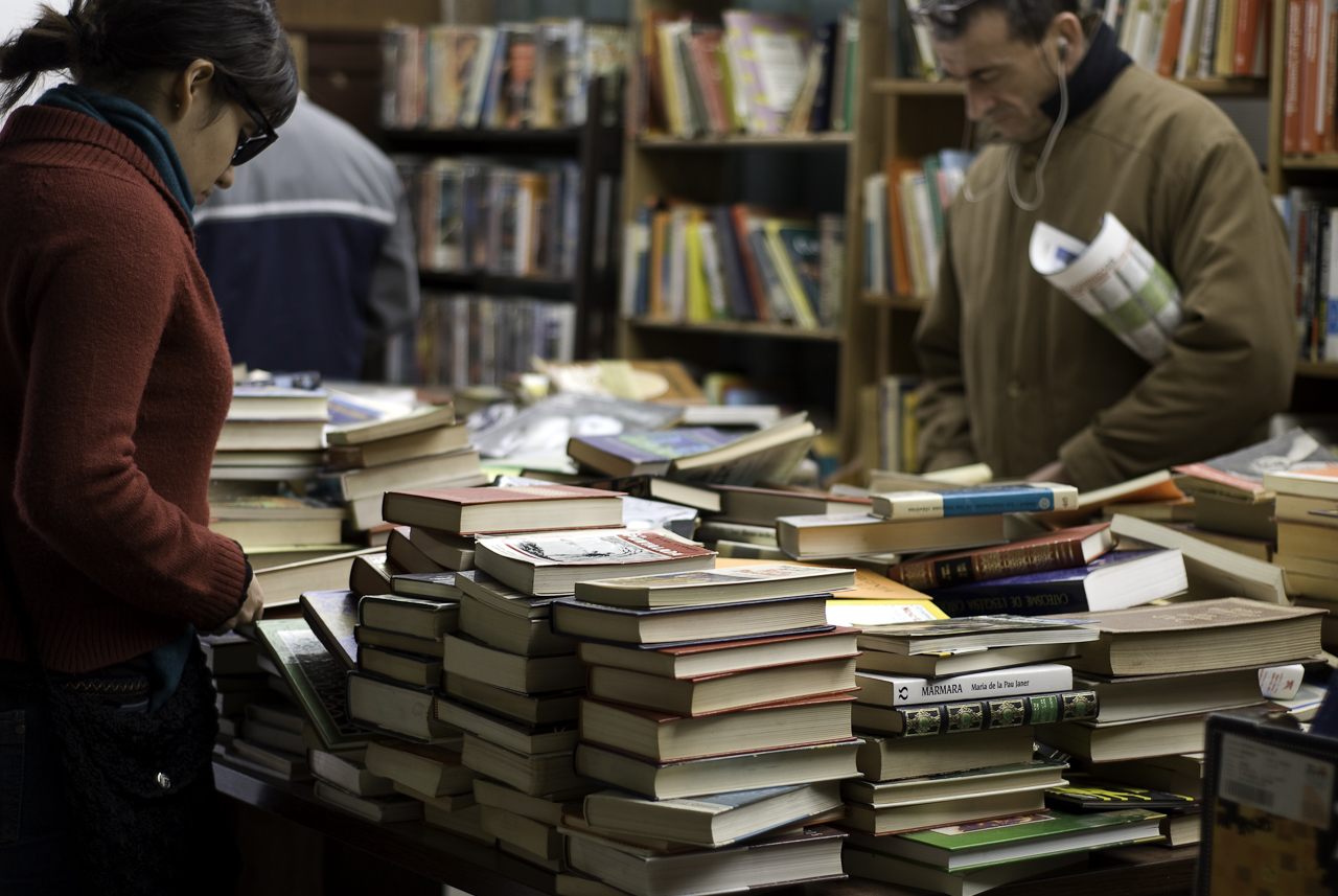 Books at Sant Antoni market © mingusmutter