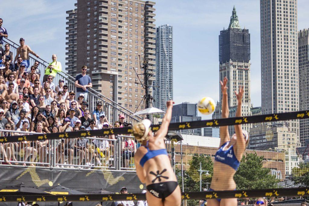 April Ross spikes the ball in the women's final.   © Culture Trip/Amanda Suarez