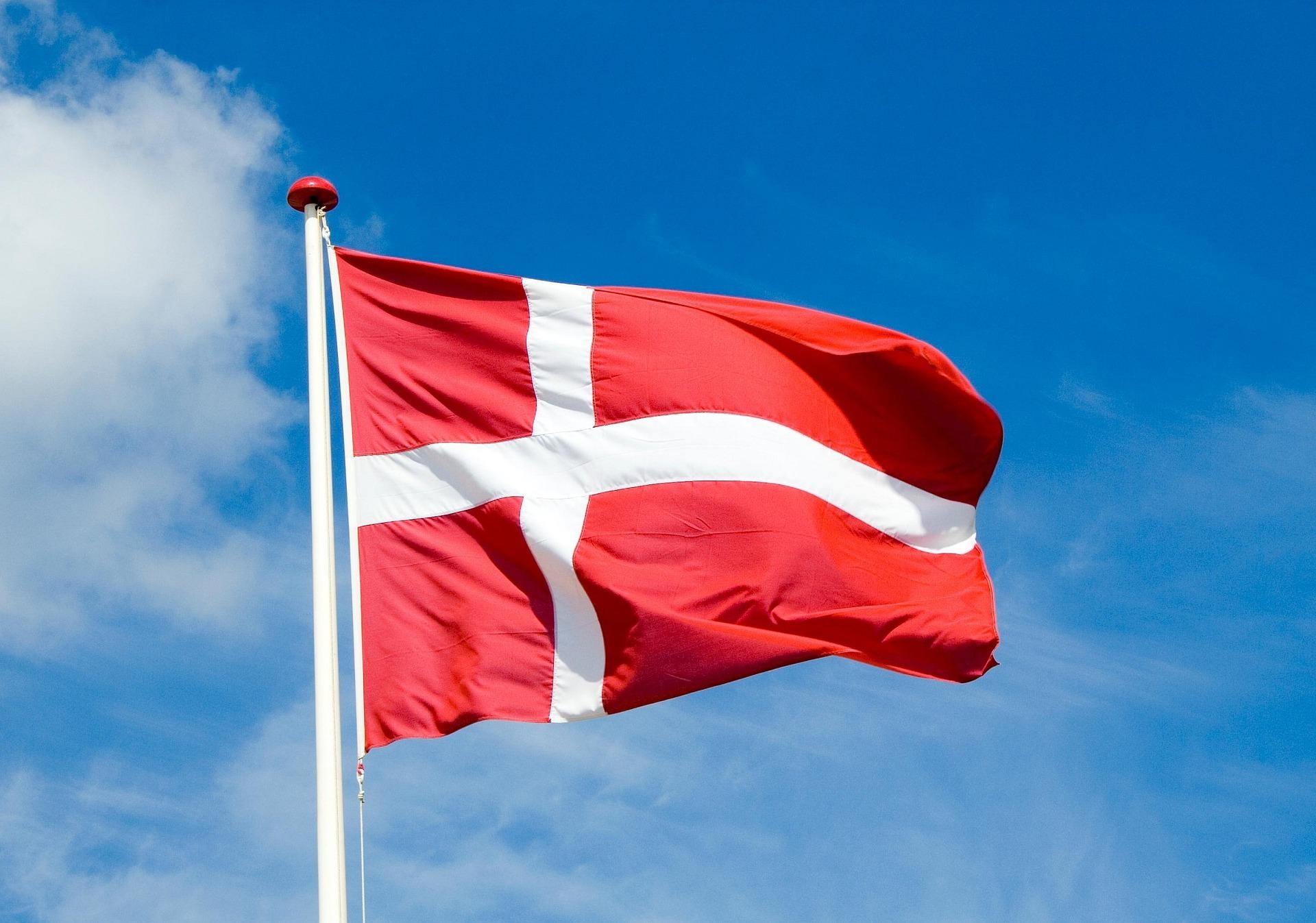 denmark-flag-1393114_1920.jpg