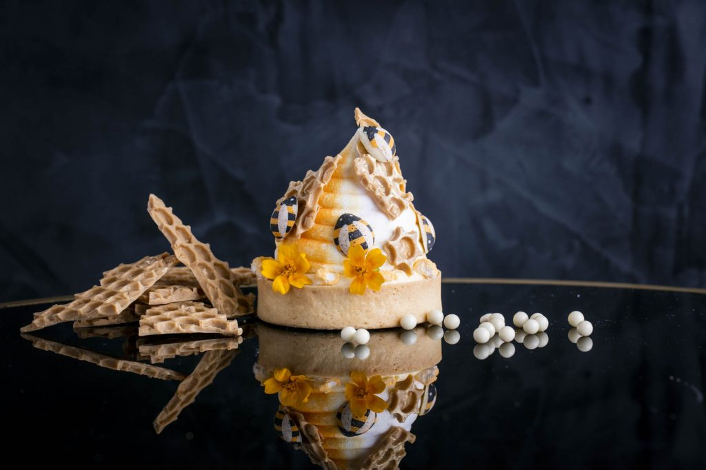 Honey and thyme tart with beehive meringues | © Quaglino's