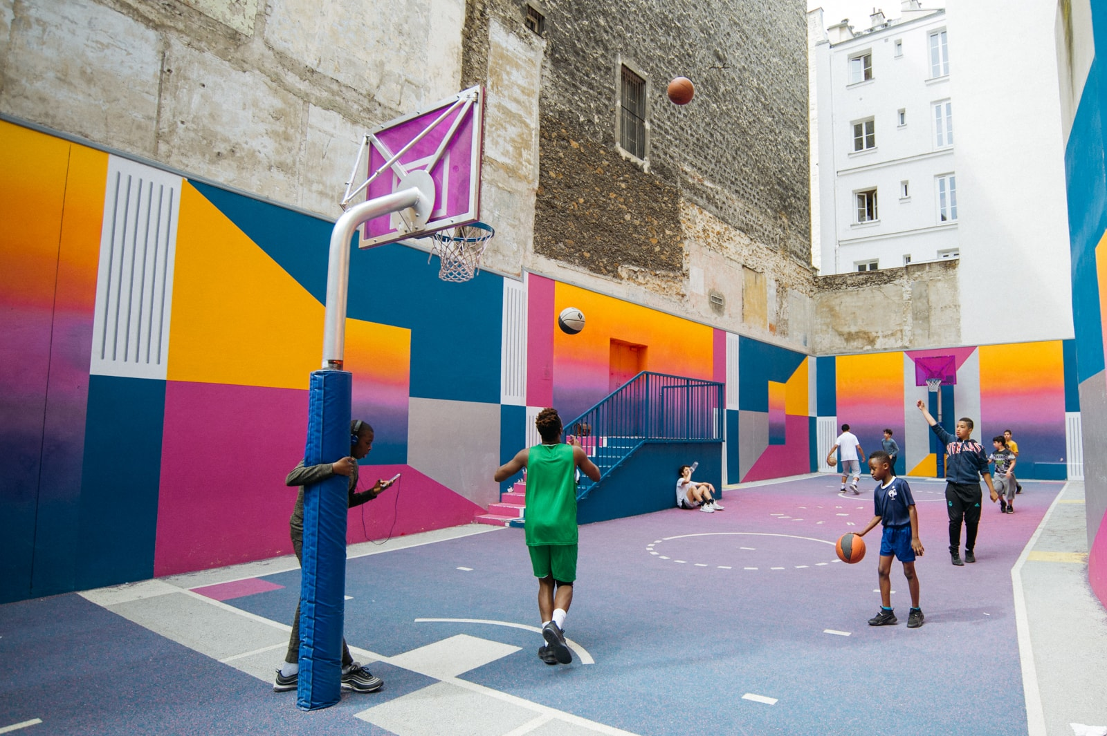 filtrar pala Casi  Paris Is Home to the Most Spectacular Basketball Court You'll Ever See
