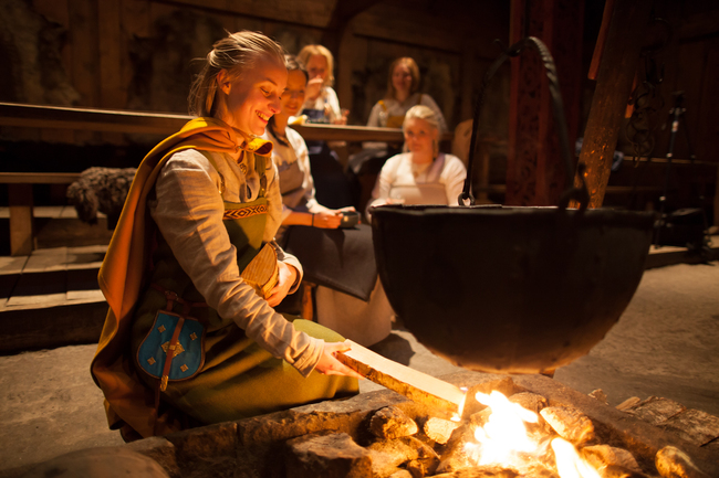 Stoking the fire at Lofotr Viking Museum | © Kjell Ove Storvik/Lofotr Vikingmuseum