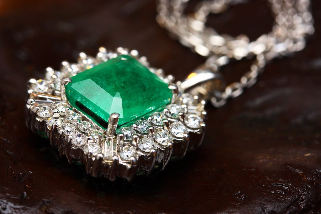 Everything you need to know about buying emeralds in colombia.