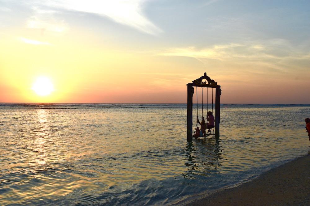 Danu swing at sunset | © Nikki Vargas