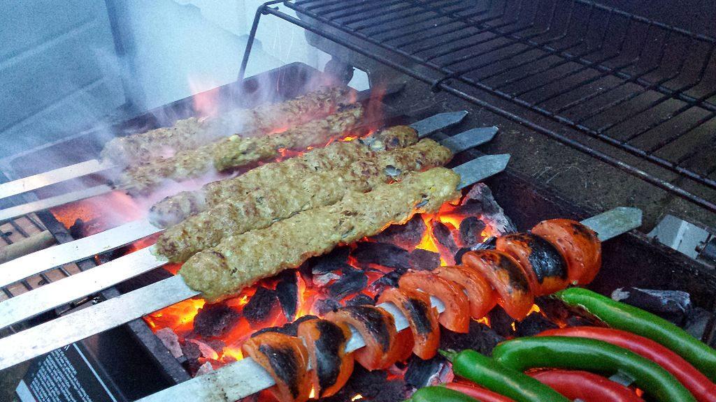 Kubideh kebabs are the specialty at Golpaygani | © PersianDutchNetwork / Wikimedia Commons