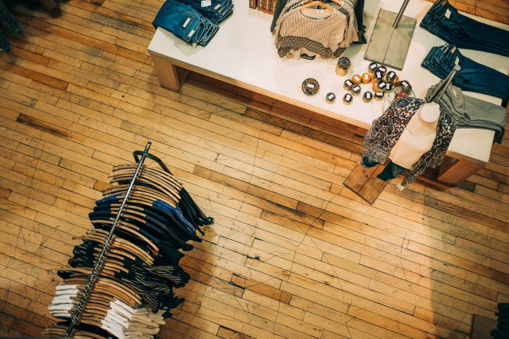 Boutique Clothing Shop | © Pexels