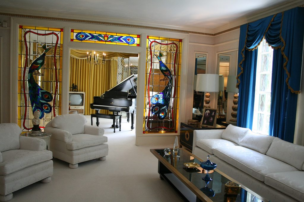 Living room of Graceland | © Lindsey Turner / Flickr