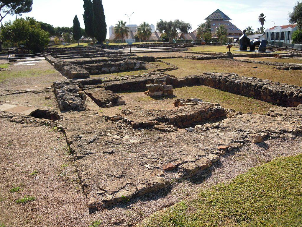 https://commons.wikimedia.org/wiki/File:Cerro_da_Vila_Roman_Ruins_Saturday_20_November_2010.JPG