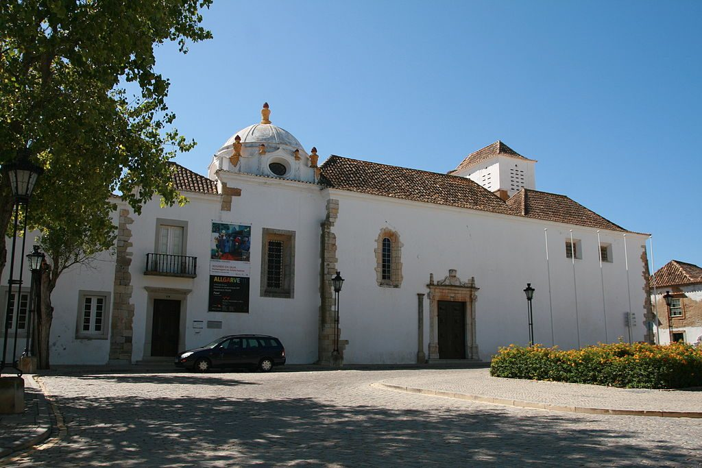 https://commons.wikimedia.org/wiki/File:Convento_de_Nossa_Senhora_da_Assump%C3%A7%C3%A3o,_Faro.jpg