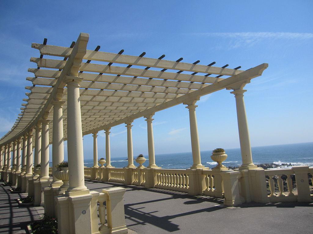 https://commons.wikimedia.org/wiki/File:Porto_Pra%C3%A7a.jpg