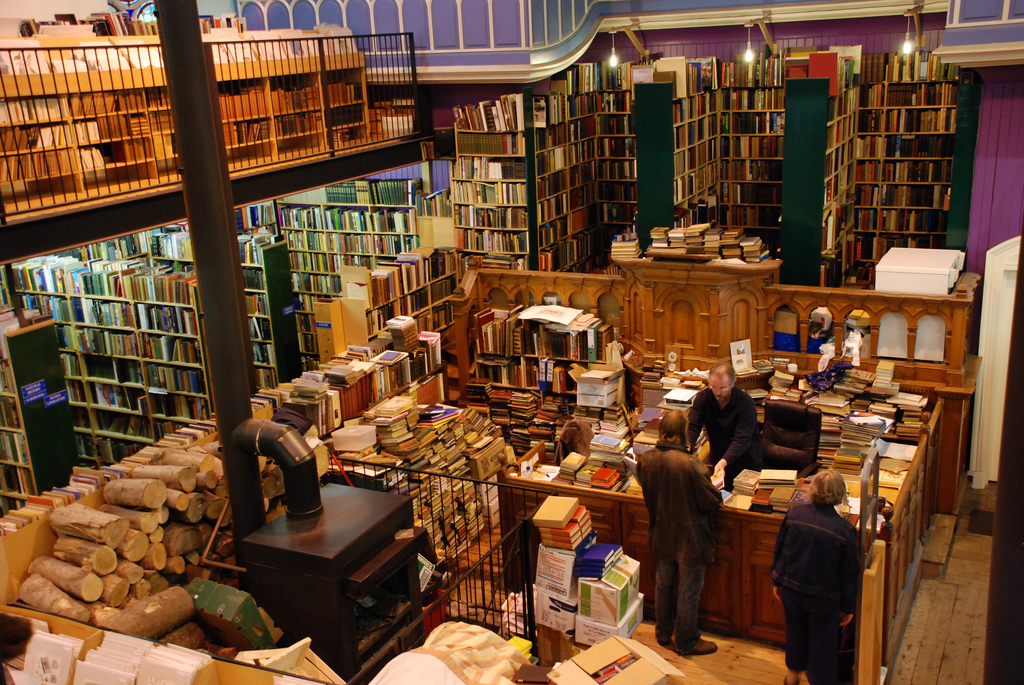 Leakey's Bookshop | © sethoscope/Flickr