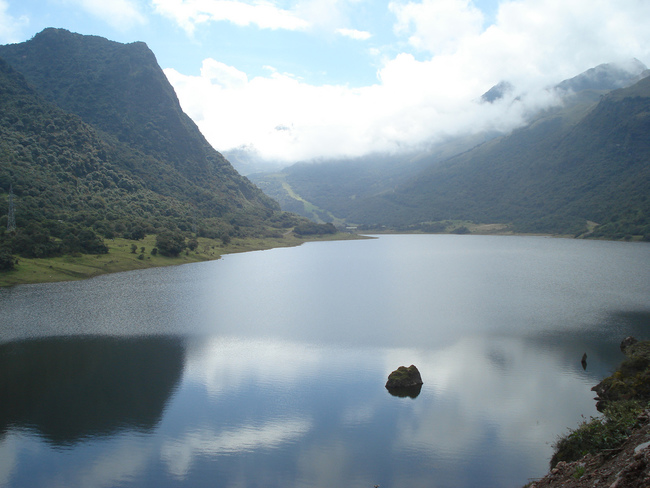 Tranquil waters in Papallacta, Ecuador | © Ximena/Flickr
