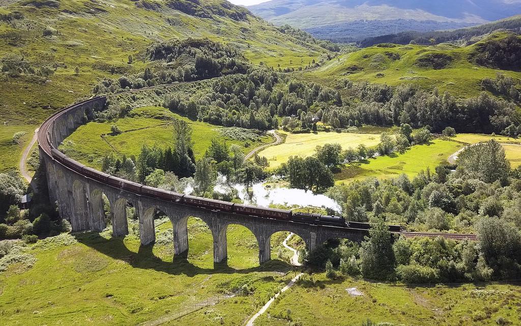 Glenfinnan Viaduct | © john mcsporran/Flickr