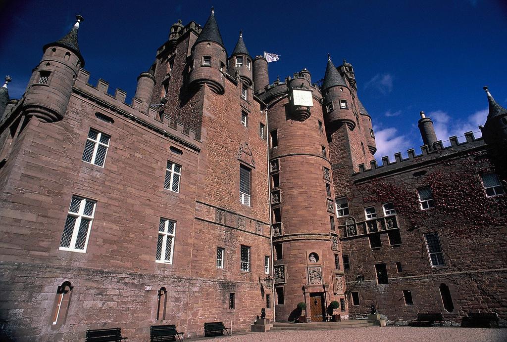Glamis Castle | © Edward Simpson/Flickr
