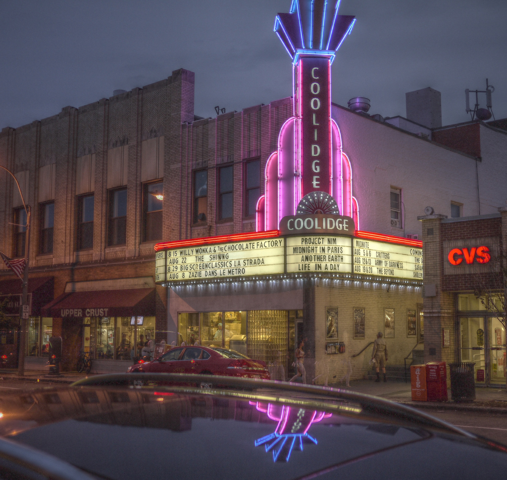 Coolidge Corner Theater at Night | © Madeleine Ball/Flickr