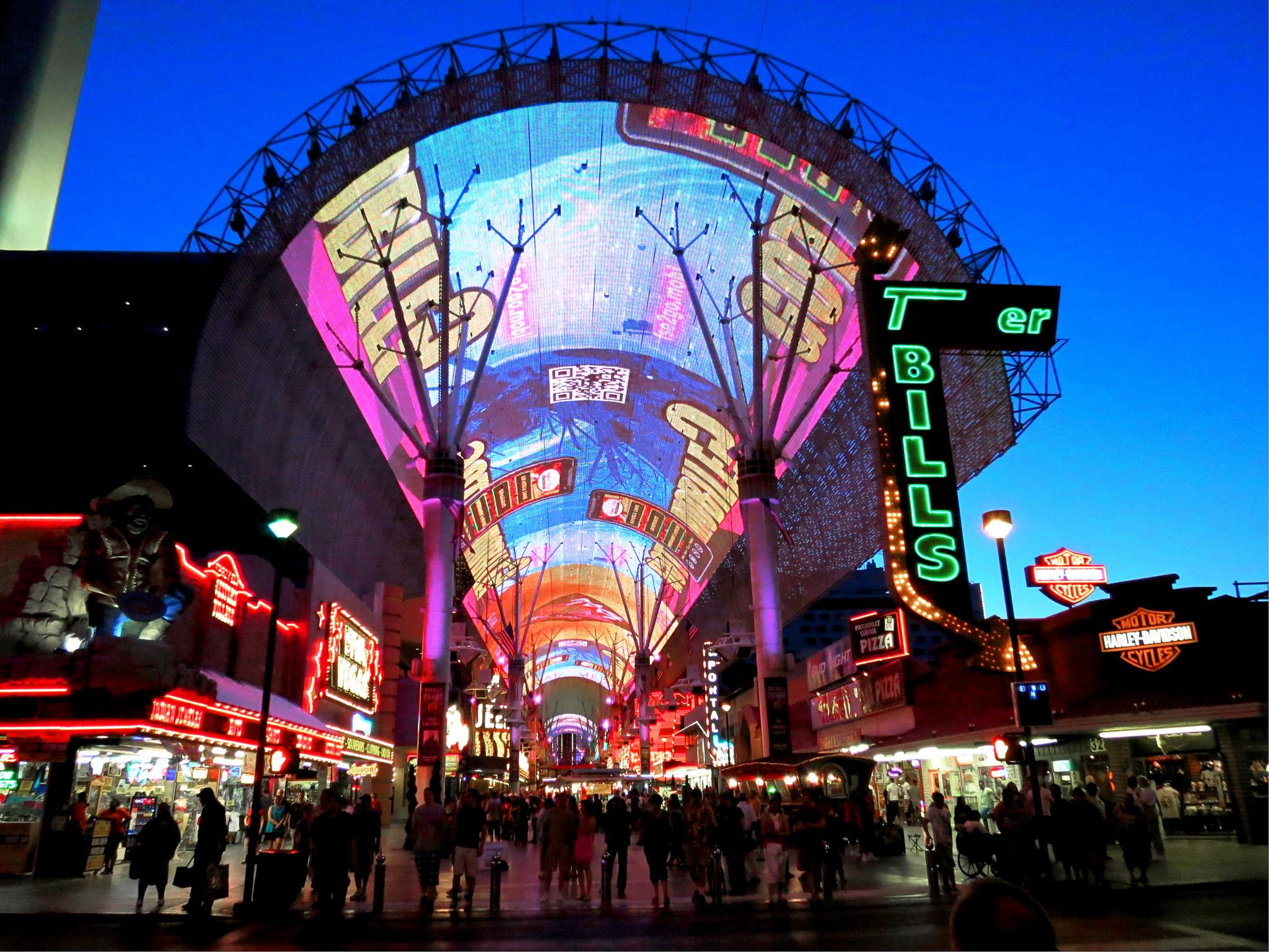 Fremont Street - Las Vegas | © Matthew Straubmuller/Flickr