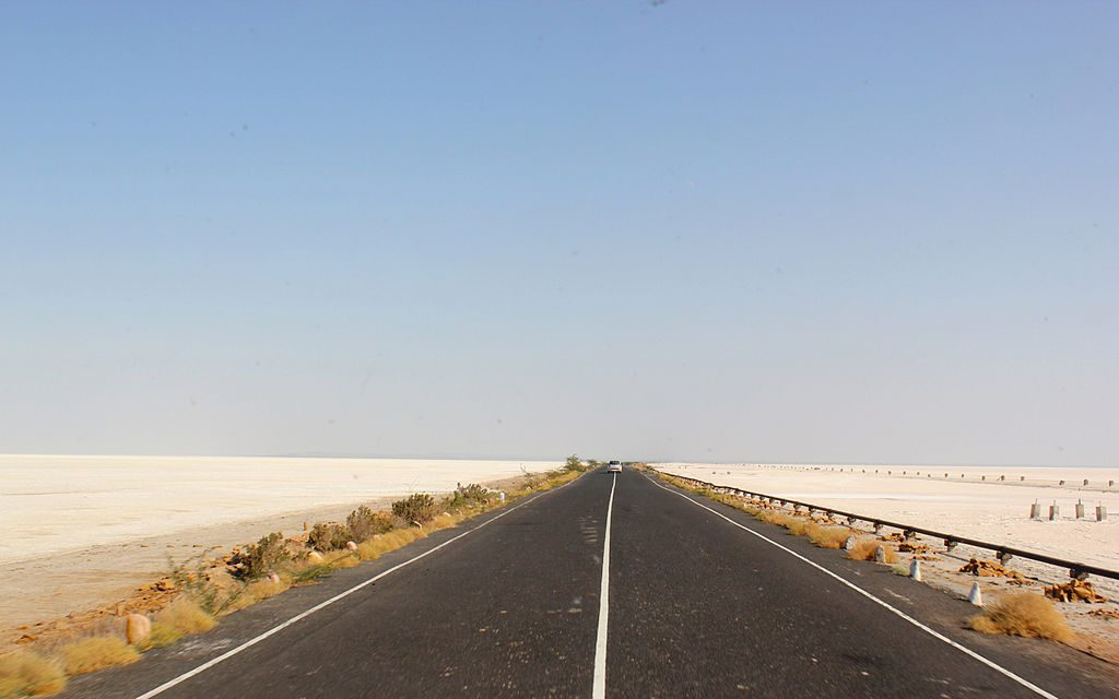 Driving through Kutch | © Nagarjun Kandukuru / Wikimedia Commons
