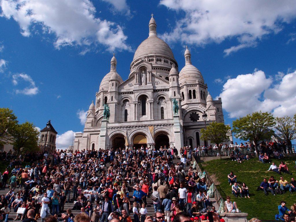 Crowds at the Sacré-Coeur │© cthkim / Pixabay