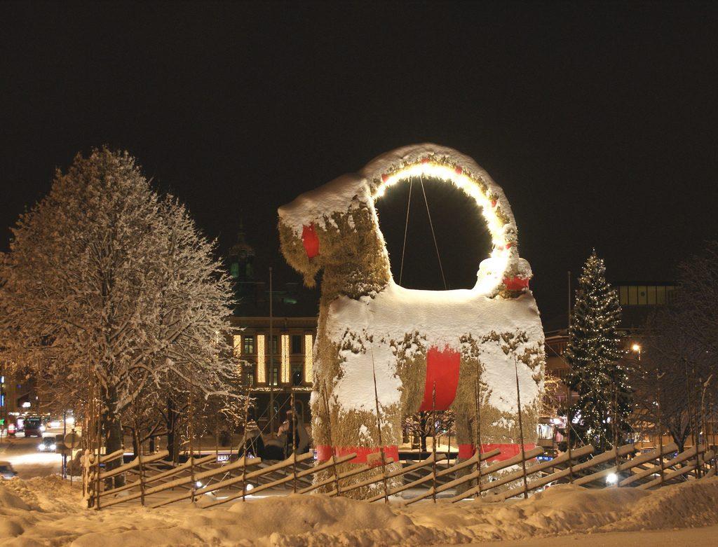 The famous Gävle Christmas Goat (pre-fire) | © Seppo Laine / Flickr